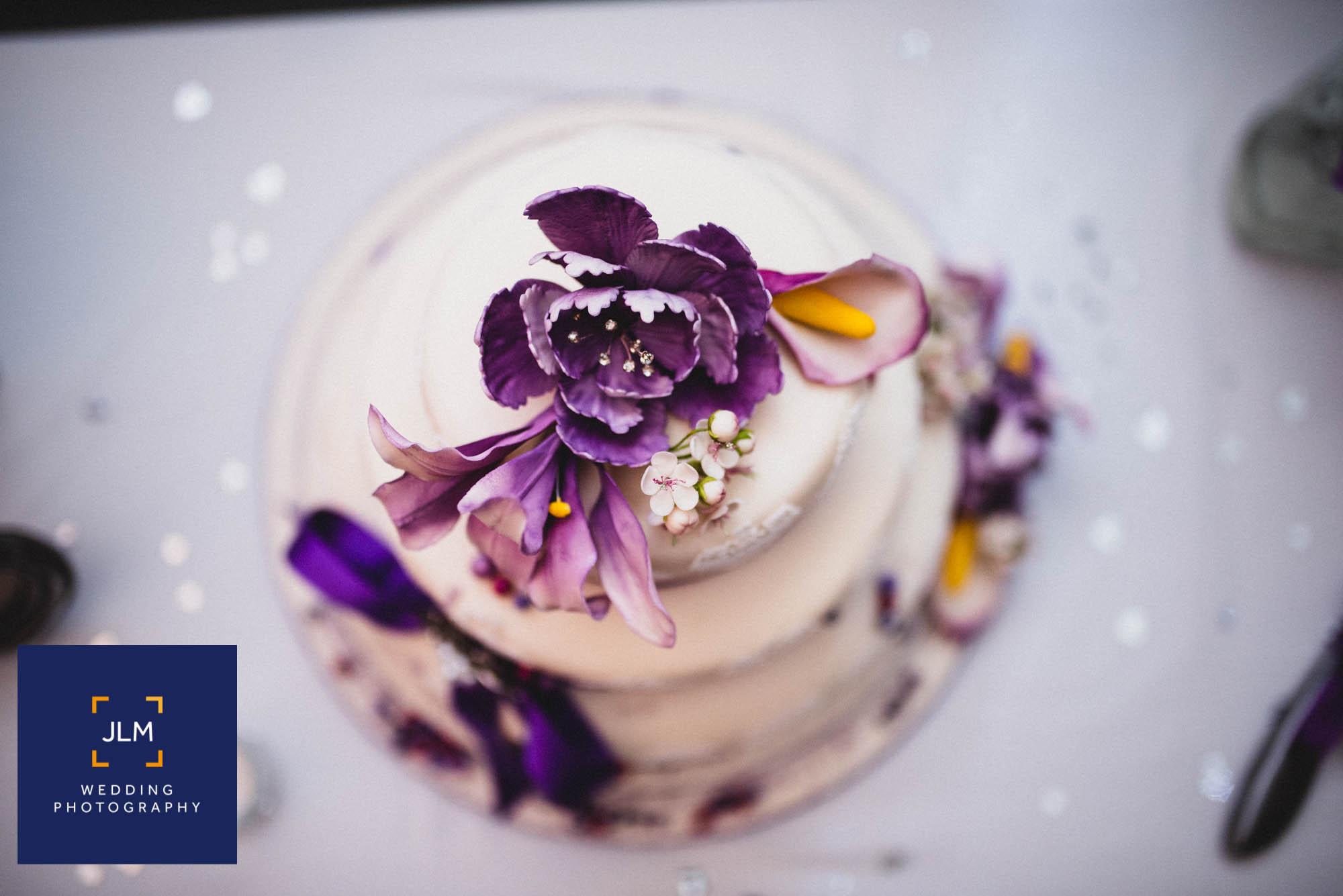 Wedding Cake Porn :: 32 Spectacular Wedding Cakes to Inspire You